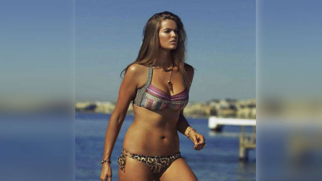 Plus-Size-Model, Robyn Lawley, Facebook