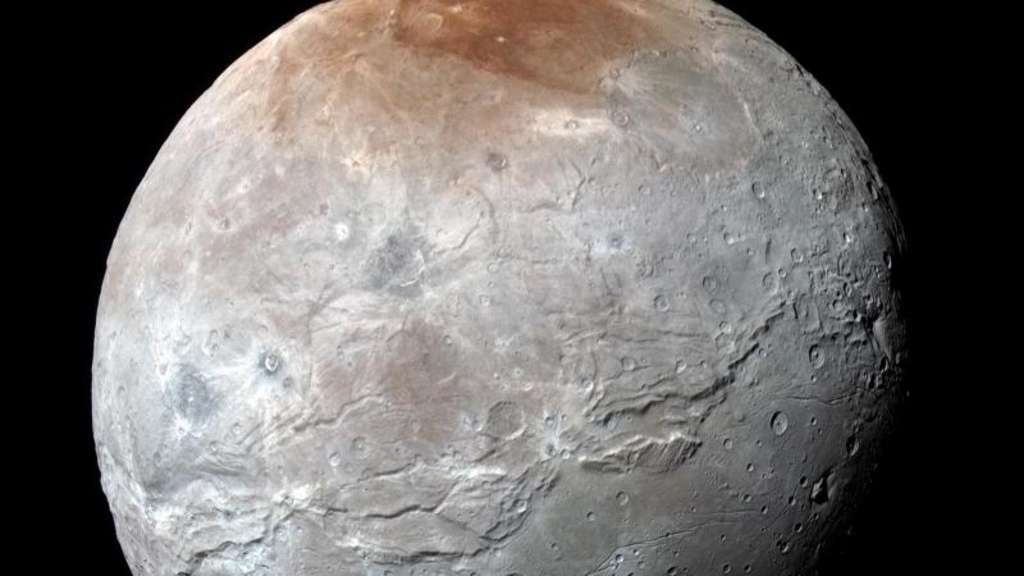Die von der Nasa veröffentlichte Farbaufnahme zeigt den Plutomond Charon, aufgenommen von der Raumsonde New Horizons beim Anflug. Foto: NASA/Johns Hopkins University Applied Physics Laboratory/Southwest Research Institute