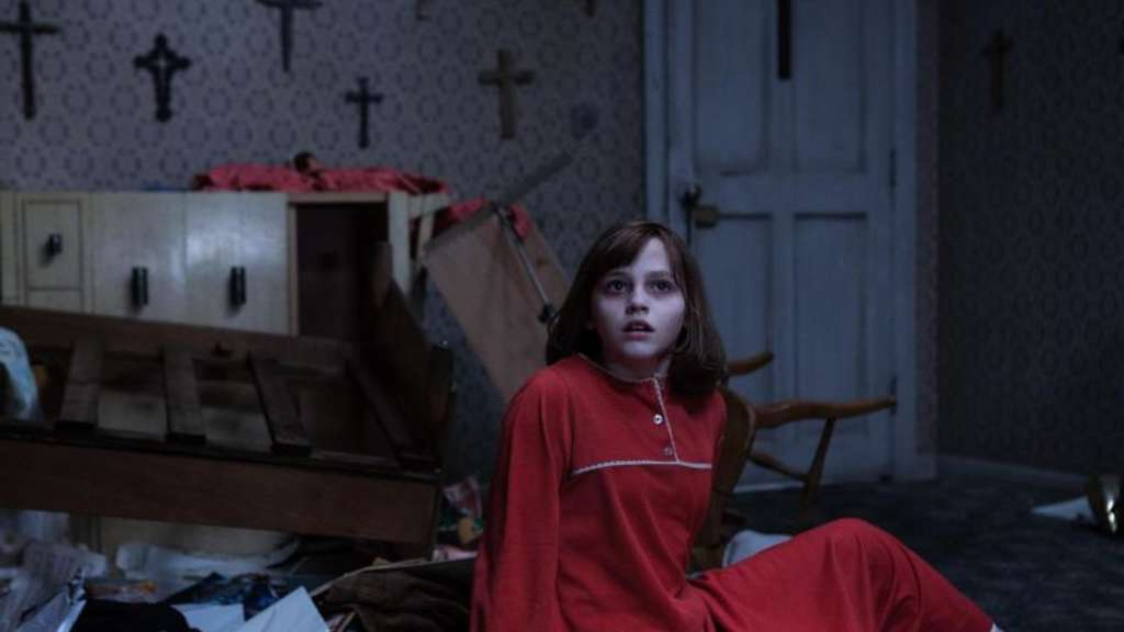 "Grusel pur. Madison Wolfe als Janet Hodgson in dem Film ""The Conjuring 2"". Foto: Matt Kennedy/Warner Bros. Entertainment"