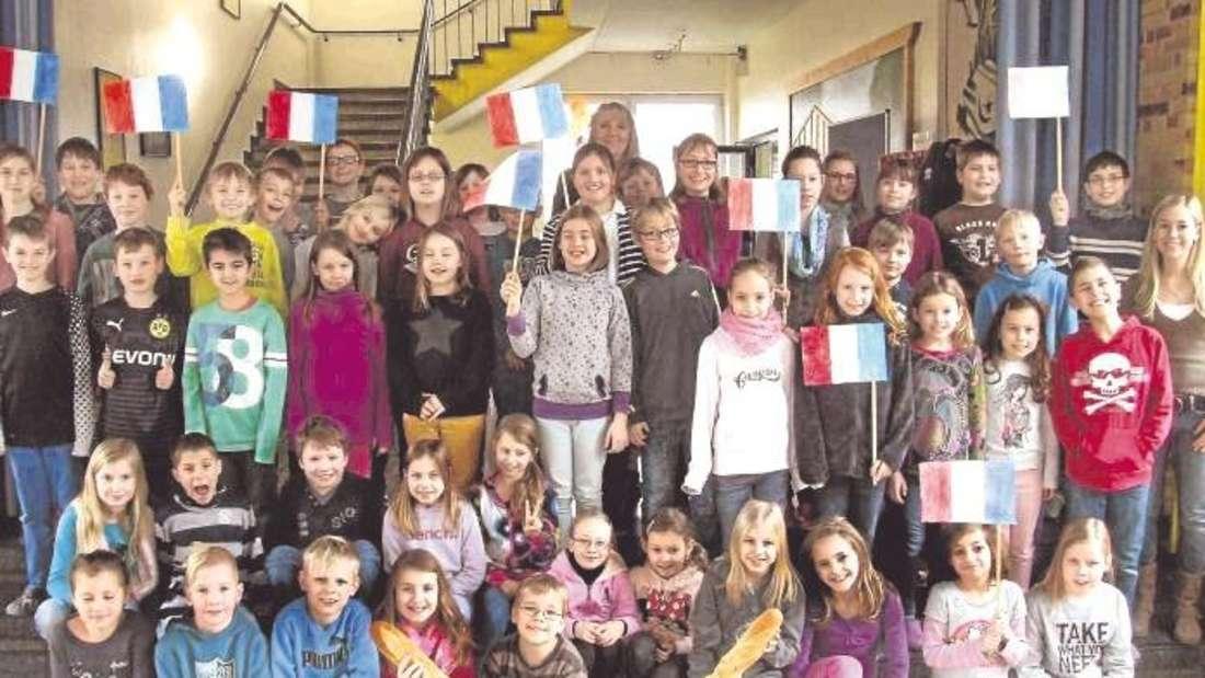 """Die Schülerinnen und Schüler sollen durch das Projekt """"Europaschule"""" fit gemacht werden """"für das Leben und Arbeiten in Europa"""" und die Bereitschaft entwickeln, sich """"für persönliche Kontakte durch schulische und außerschulische Aktivitäten"""" zu öffnen."""
