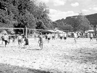 Beachvolleyball und Party