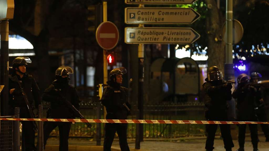 Terror in Paris Saint-Denis News Ticker