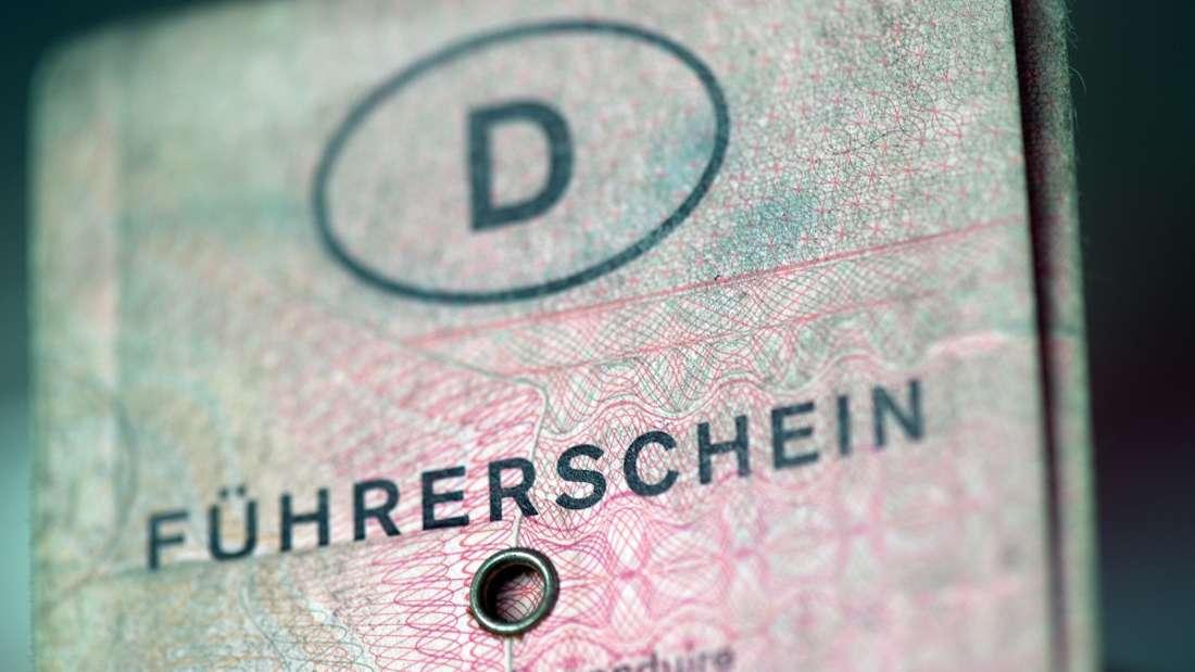 Im Laufe der Jahre hat der Führerschein immer mal wieder sein Aussehen verändert. Spätestens 2033 ist aber mit dem 'Lappen' Schluss.