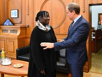 Auma Obama zurück in Heidelberg
