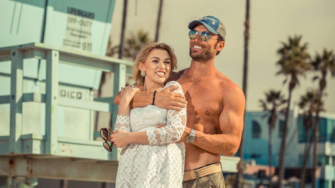 Mitte November posieren Bastian Yotta und seine mittlerweile Verflossene noch verliebt vor der Kamera.