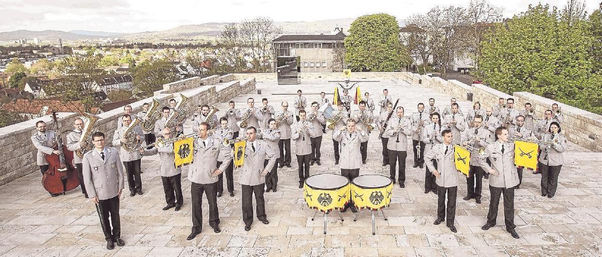 Das Heeresmusikkorps Kassel spielt in Schmallenberg zugunsten der Hilfsprojekte, die der Freundeskreis der Borromäerinnen unterstützt. © HMusKorps Kassel
