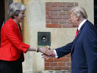 Trump düpiert May: Kritik an Brexit-Kurs, Lob für Johnson