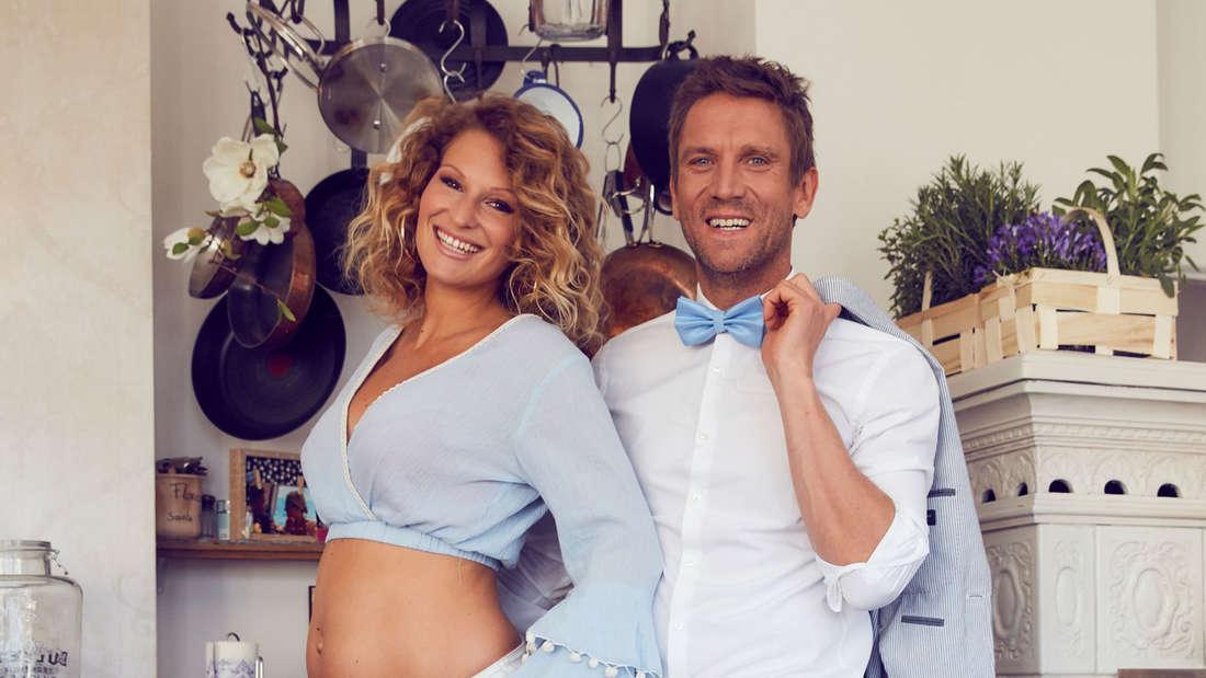 """Peer Kusmagk und Janni Hönscheid bekommen ihr zweites Baby. Die erste Schwangerschaft wurde in der RTL2-Sendung """"Janni & Peer... und ein Baby!"""" dokumentiert."""