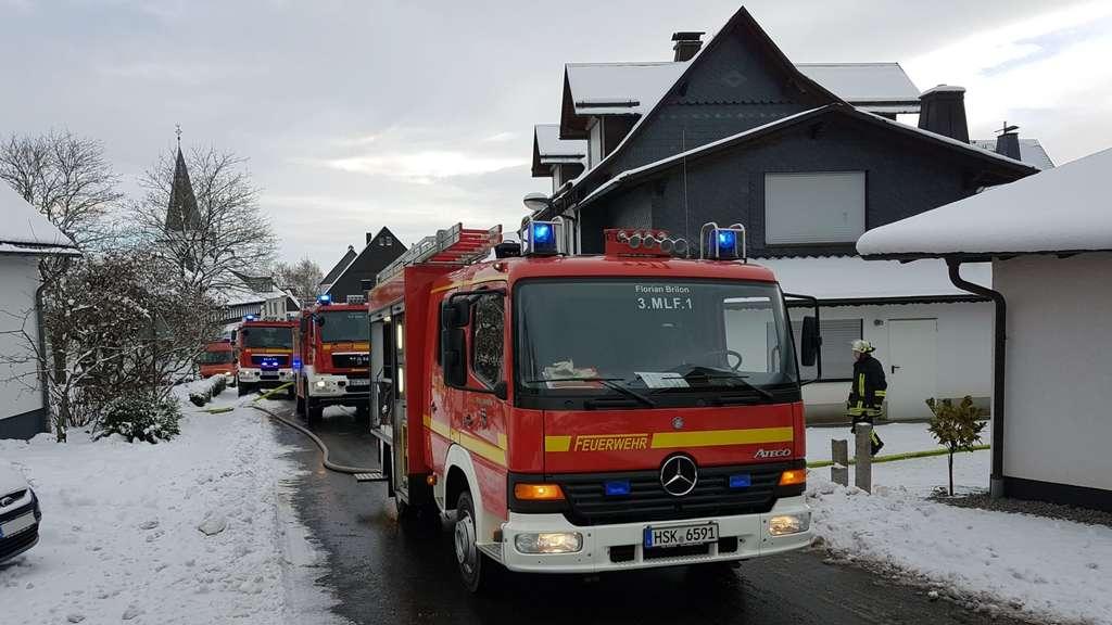 Mülltonne in Schuppen in Altenbüren gerät in Brand: Feuerwehr rettet ...
