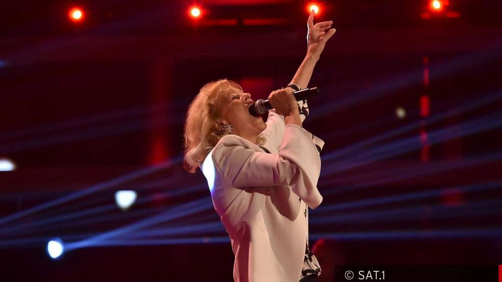 "Eva Norel (67) performte bei ""The Voice Senior"" das Lied ""All by Myself"" von Celine Dion."