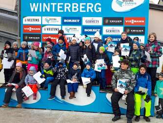 42 Kinder schnupperten Rodelluft in der Winterberger Veltins-EisArena - auch Hallenberger am Start