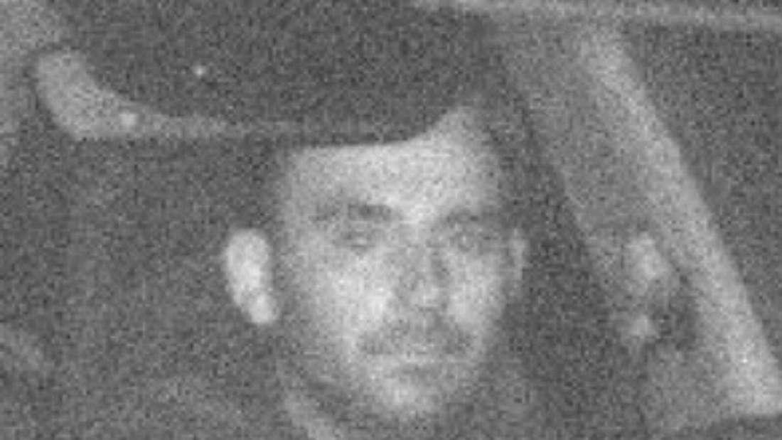 Dieser Mann hat in Wenden (NRW) mit Komplizen drei Autos gestohlen. Wer kennt ihn?