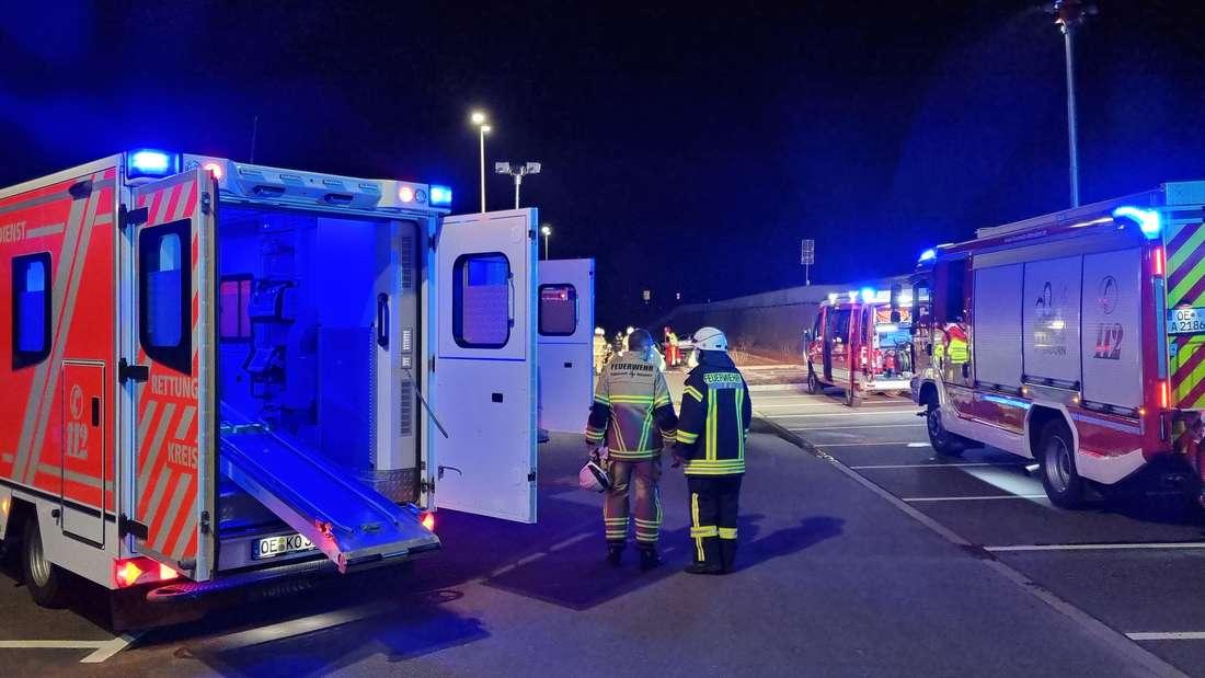 Wie es zu dem schweren Unfall am Donnerstagabend in Attendorn kam, ist noch unklar. Vier Personen wurden verletzt, darunter eine schwer.