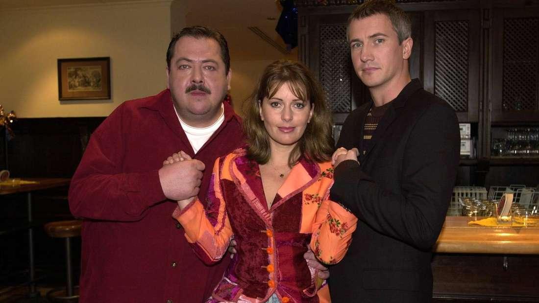"""Staffel 1  von """"Die Rosenheim Cops"""": Markus Böker (re.), Schauspielerin Karin Thaler (Mitte) und Joseph Hannesschläger (li.)"""