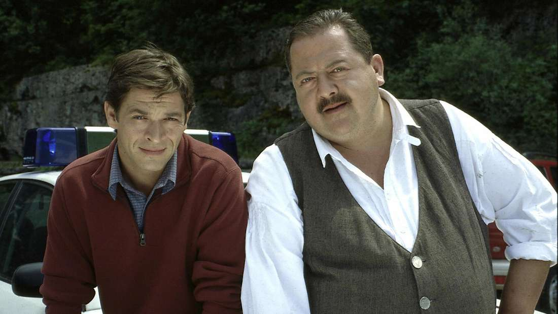Rosenheim-Cop Korbinian Hofer (Josef Hannesschläger, re.) und sein neuer Partner Christian Lind (Tom Mikulla)